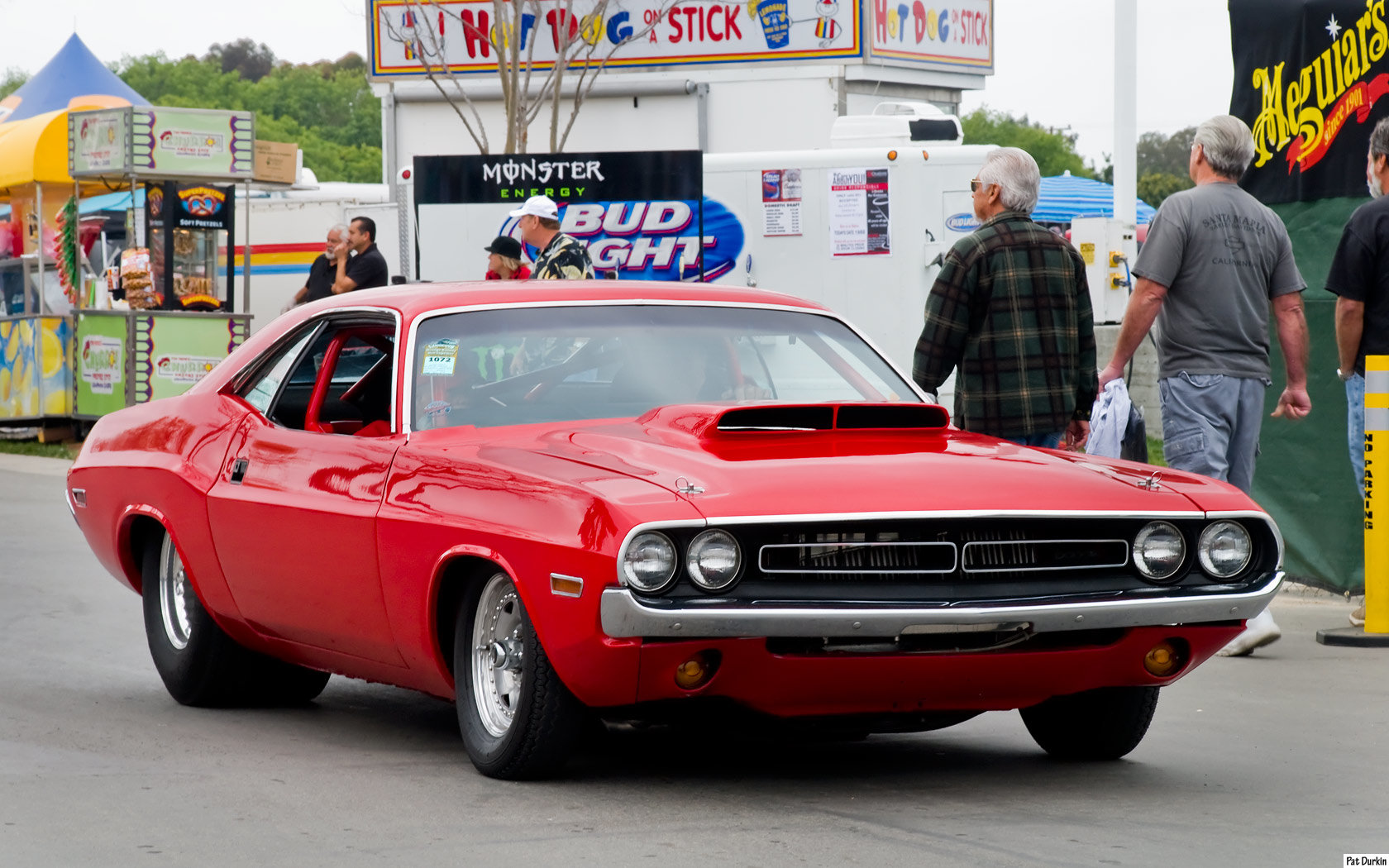 1971 Challenger has the correct stance to tear up the track