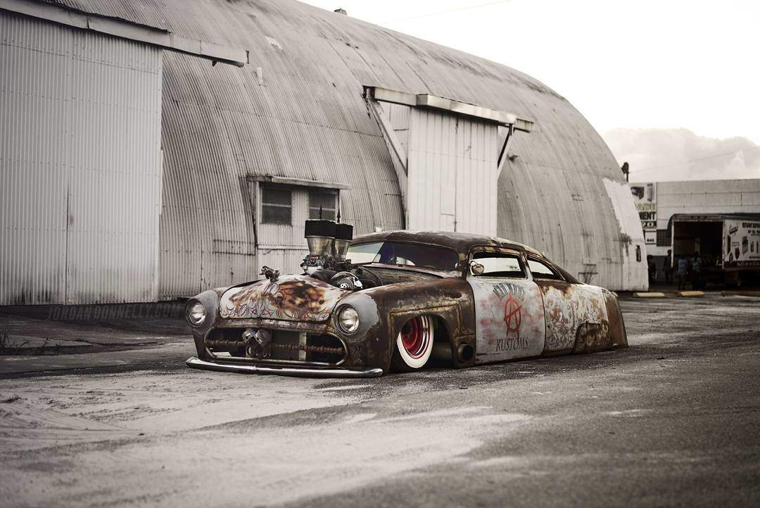 Piston grille on this slammed rat rod